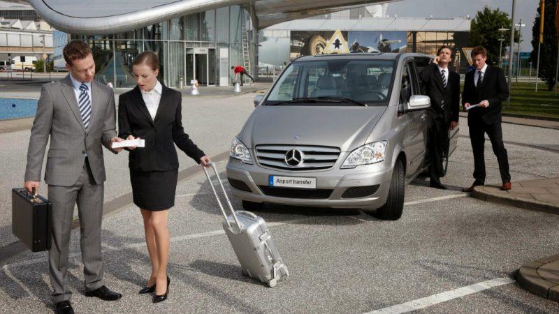 Transfert aéroport : location de voiture ou transport public