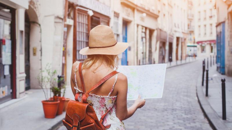 Suivre des formations pour réussir dans le domaine du tourisme
